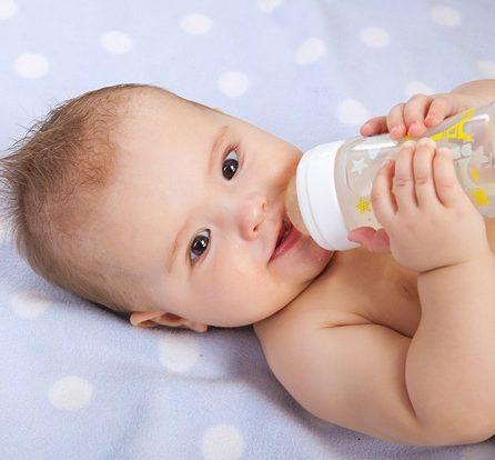 Zu diesem Zeitpunkt bekam Emil, der zweijährige Sohn des Besitzers, abends immer ein Trinkfläschchen mit Wasser.